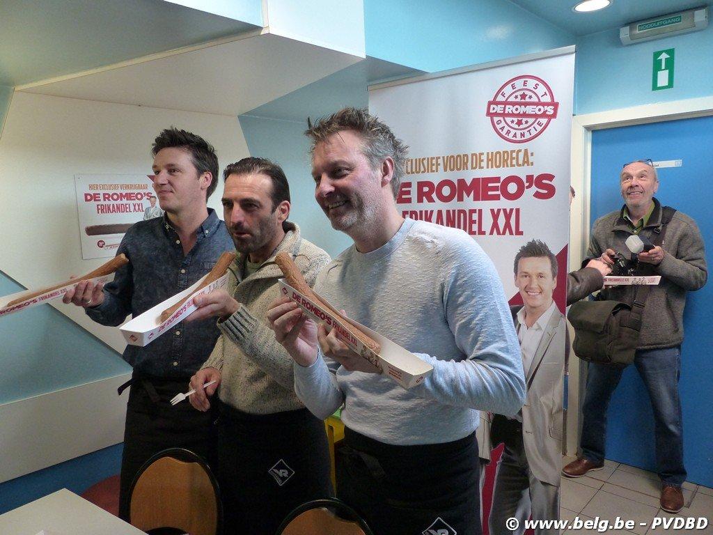 De Romeo's stellen hun frikandel XXL voor te Roosdaal - Image00011
