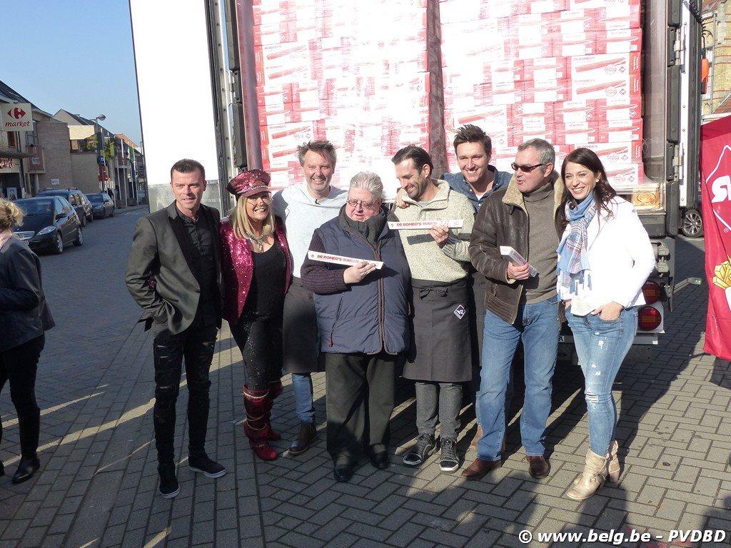 De Romeo's stellen hun frikandel XXL voor te Roosdaal - Image00037