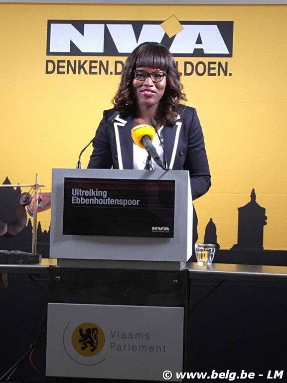 Ebbenhouten Spoor uitgereikt aan Assita Kanko MR politica - Image00004 2