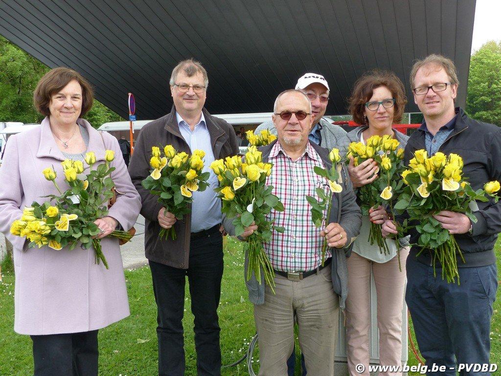 N-VA viert Moederdag op Dilbeekse boerenmarkt - Image00013 2