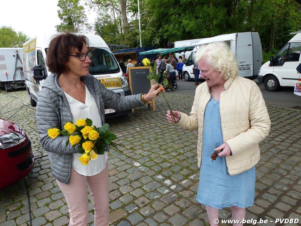 N-VA viert Moederdag op Dilbeekse boerenmarkt - Image00019 1