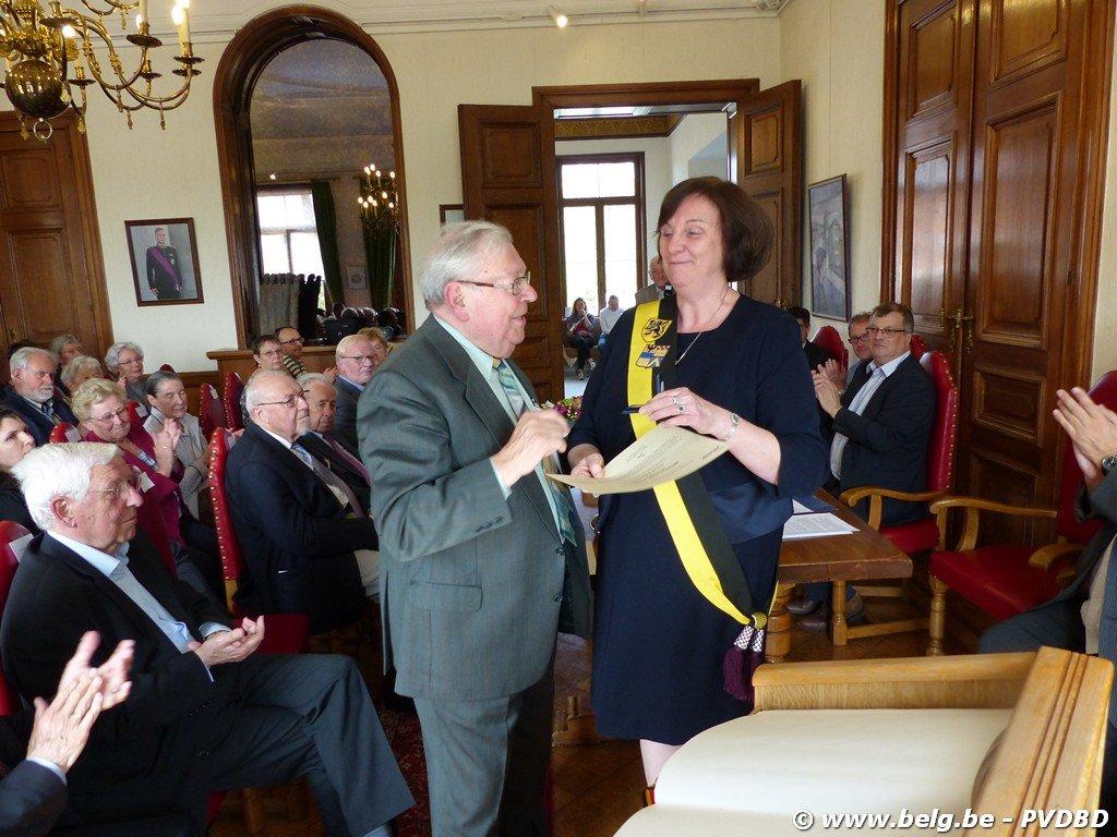 Verdienstelijke Dilbekenaren ontvangen eremedaille - Image00022