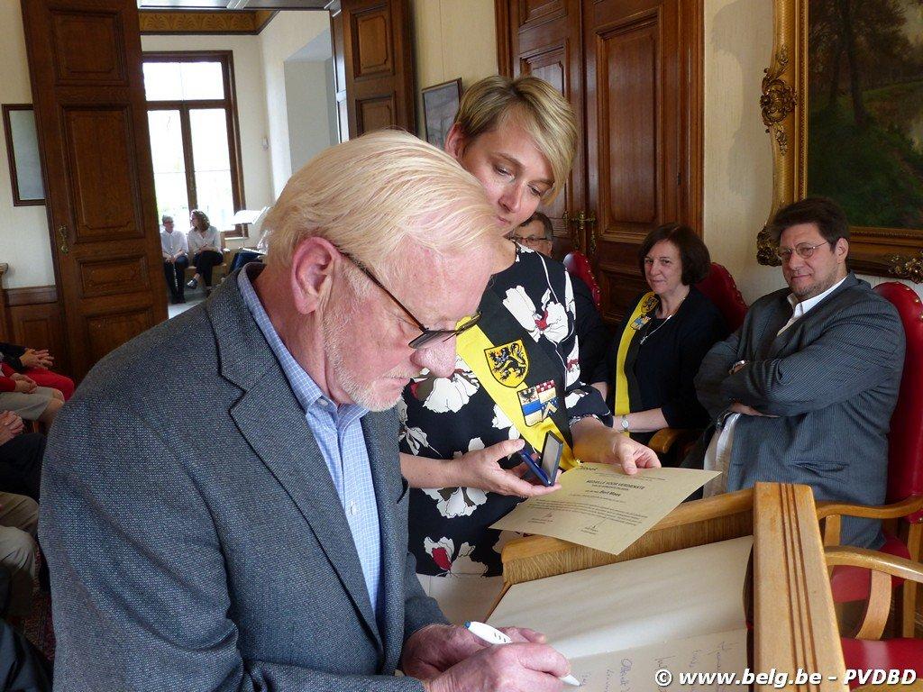 Verdienstelijke Dilbekenaren ontvangen eremedaille - Image00036