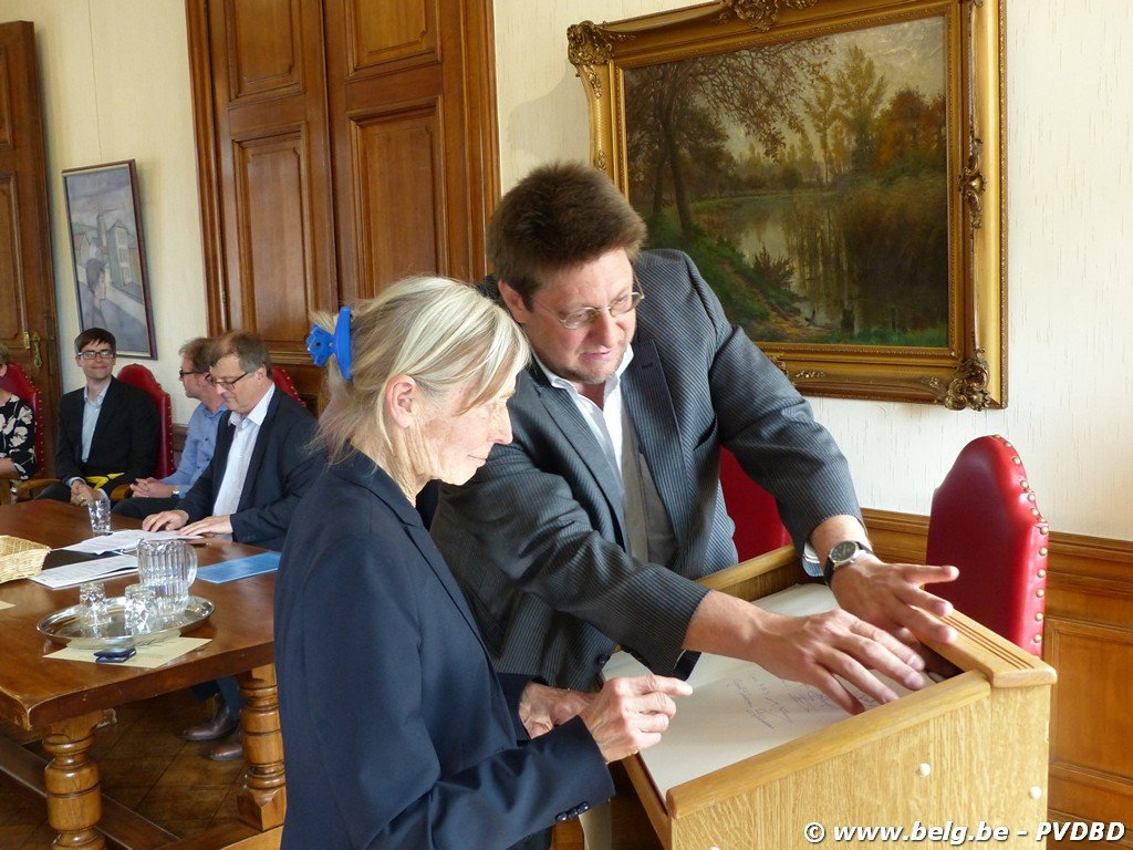 Verdienstelijke Dilbekenaren ontvangen eremedaille - Image00045