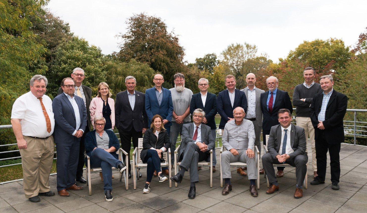 Provincie West-Vlaanderen vraagt 430 ha netto bijkomende bedrijventerreinen aan Vlaanderen - groepsfoto west vlaanderen