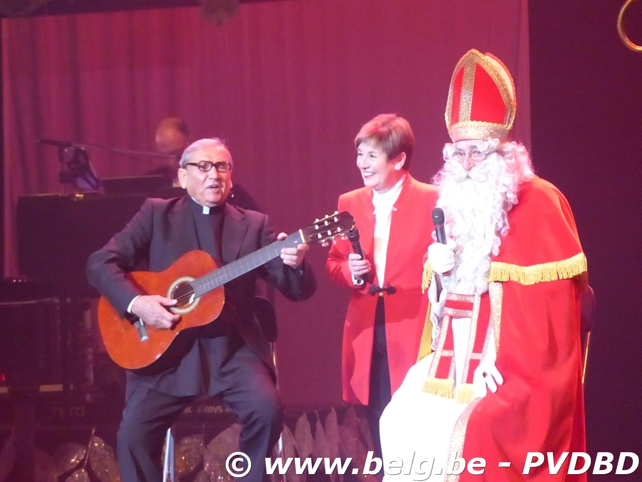 Sint vergeet Dilbeekse senioren niet - P1110828