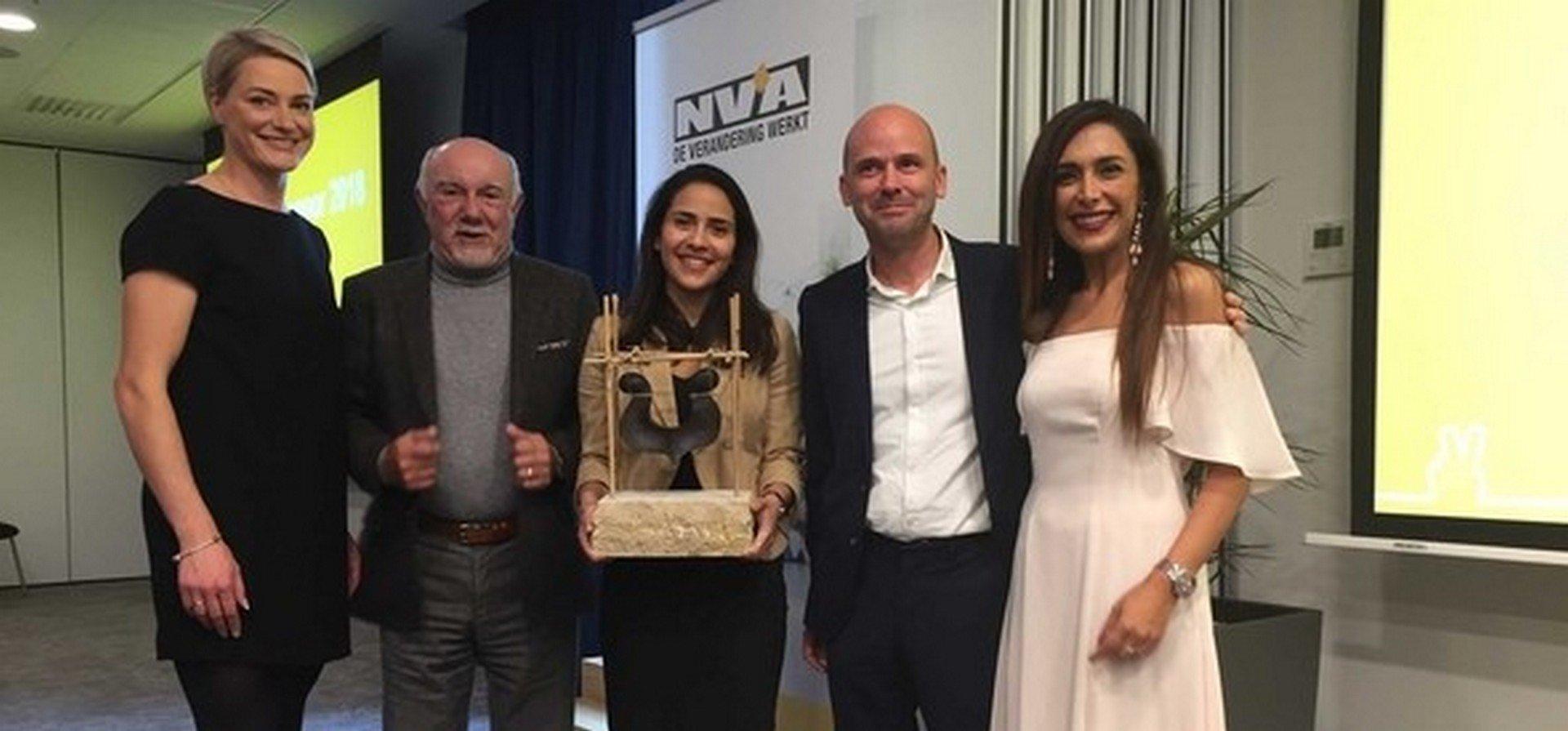 Luna Batota krijgt tiende Ebbenhouten Spoor van N-VA - De Ebbenhouten spoor 1