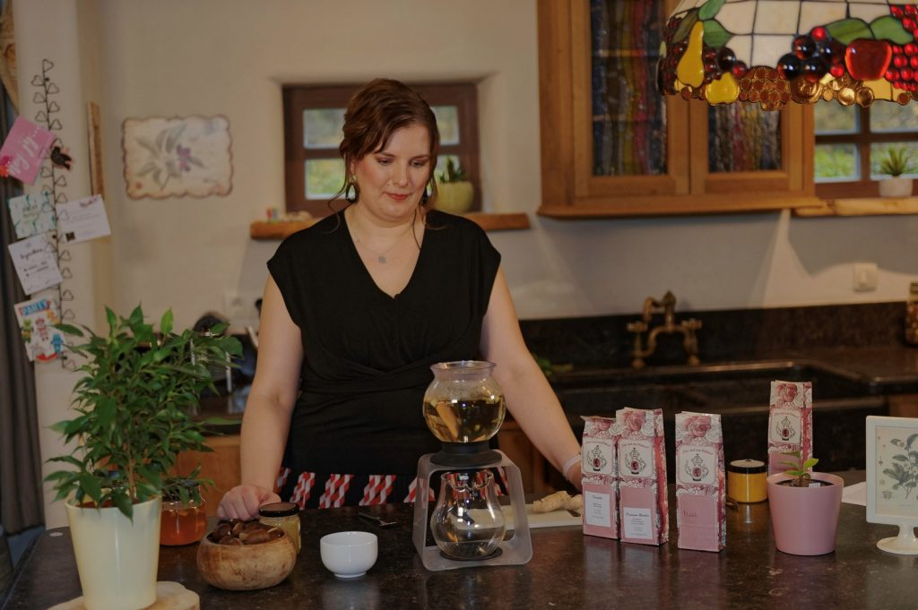 Jessica Van Humbeeck serveert 'Thee met een Verhaal' op Eclips TV - Thee met een verhaal 2