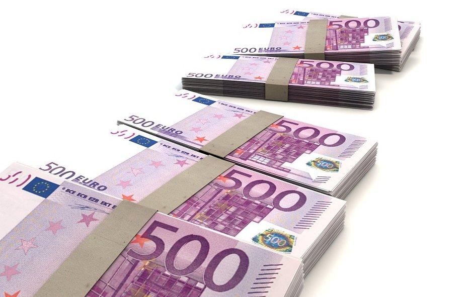 Afzwaaiende parlementairen nemen 14 miljoen euro mee - geld