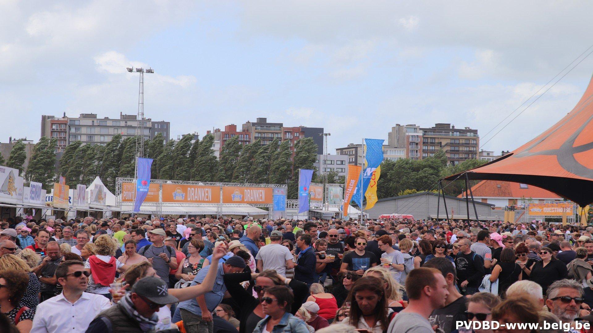 Ondanks winderig weer toch 15.000 festivalgangers op Nostalgie Beach - IMG 2043