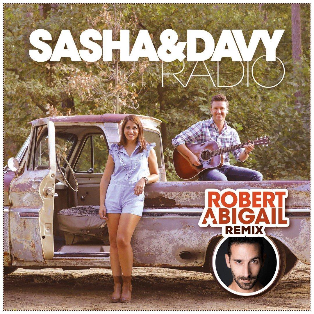 Een dj-set in Turkije leverde Sasha & Davy een remix op van wereld-dj Robert 'Moijto' Abigail. - Hoes Sasha en Davy 1