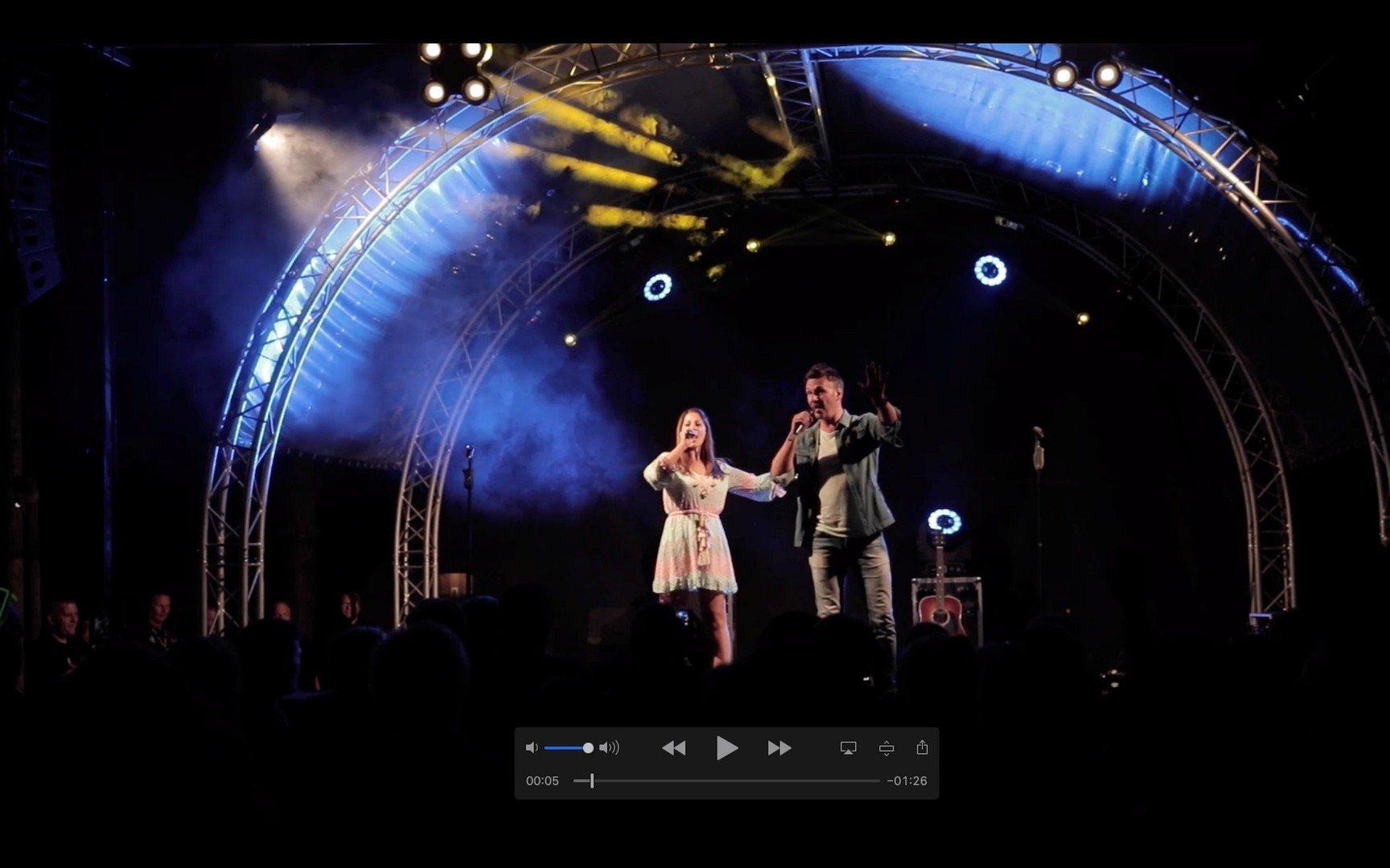 Een dj-set in Turkije leverde Sasha & Davy een remix op van wereld-dj Robert 'Moijto' Abigail. - Sasha en Davy 1