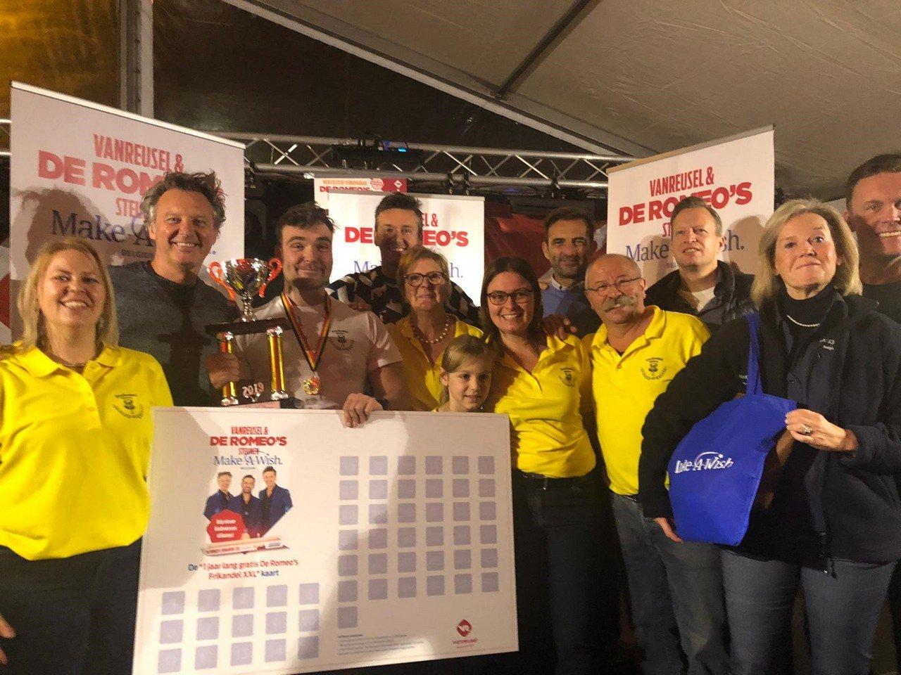 Rik Nauwelaerts is de eerste Belgische kampioen 'De Romeo's Frikandel XXL'-eten. - Belgische kampioen 'De Romeo's Frikandel XXL' eten 2019
