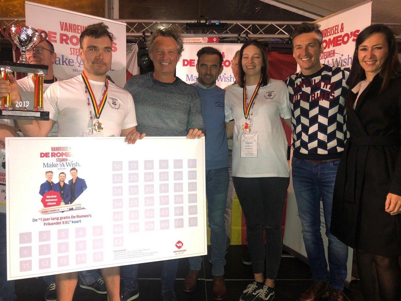 Rik Nauwelaerts is de eerste Belgische kampioen 'De Romeo's Frikandel XXL'-eten. - Belgische kampioen 'De Romeo's Frikandel XXL' eten 219 2