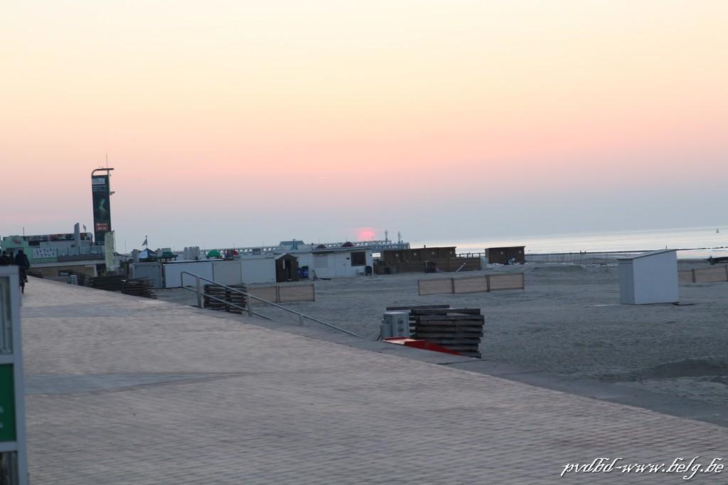 Zonnebaden in Blankenberge wordt moeilijker door Corona - Zicht King Beach 2019