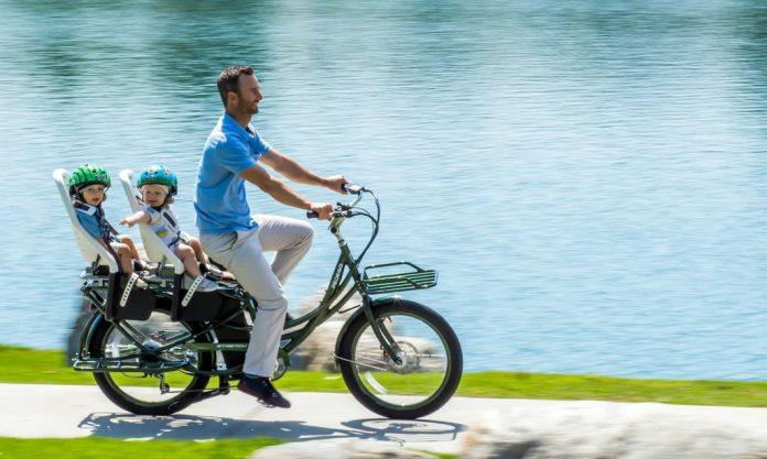 fietsen met de kinderen