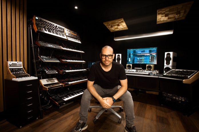 Peter Luts in zijn vernieuwde studio