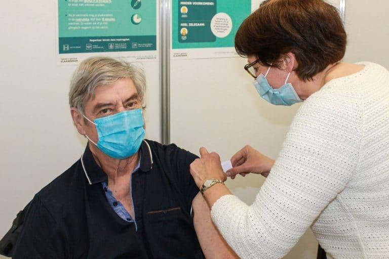 Piet Vervondel krijgt in Dilbeek 10.000ste spuit